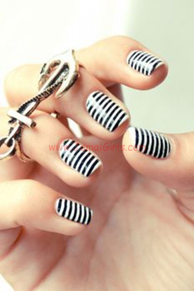 large_Ideas-for-Striped-Nail-Art-Inspiration-Fustany-09