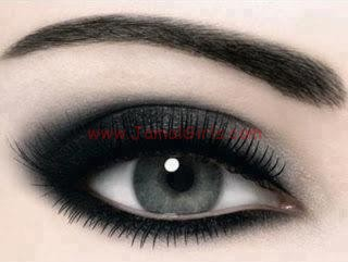اهم النصائح لعناية صحية بمنطقة العيون