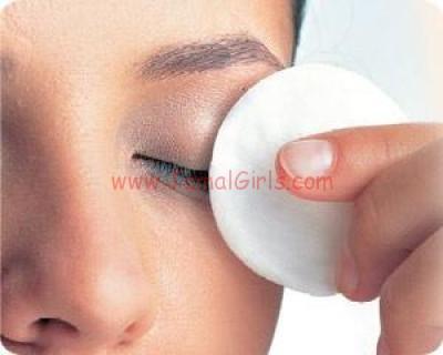 طريقة عمل سيروم طبيعي للعناية بمحيط العين والقضاء على التجاعيد