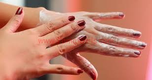 إزيلي تجاعيد يديك من مواد طبيعية
